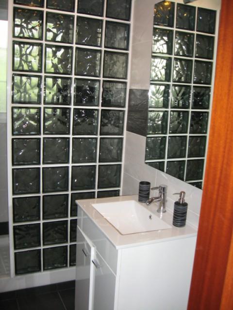 Quitar El Bidet Del Baño:Quitar losas de las paredes, el suelo, la bañera, cambiar llaves de